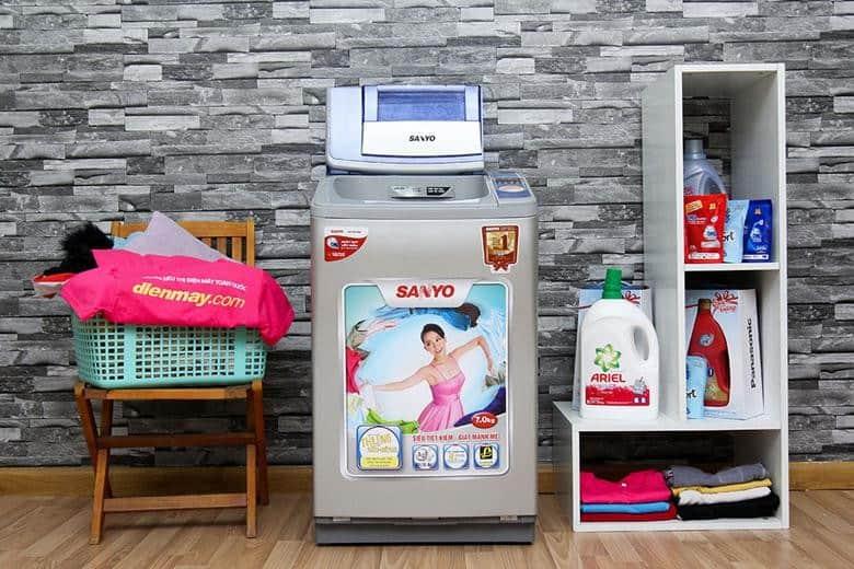 máy giặt cửa trên sanyo