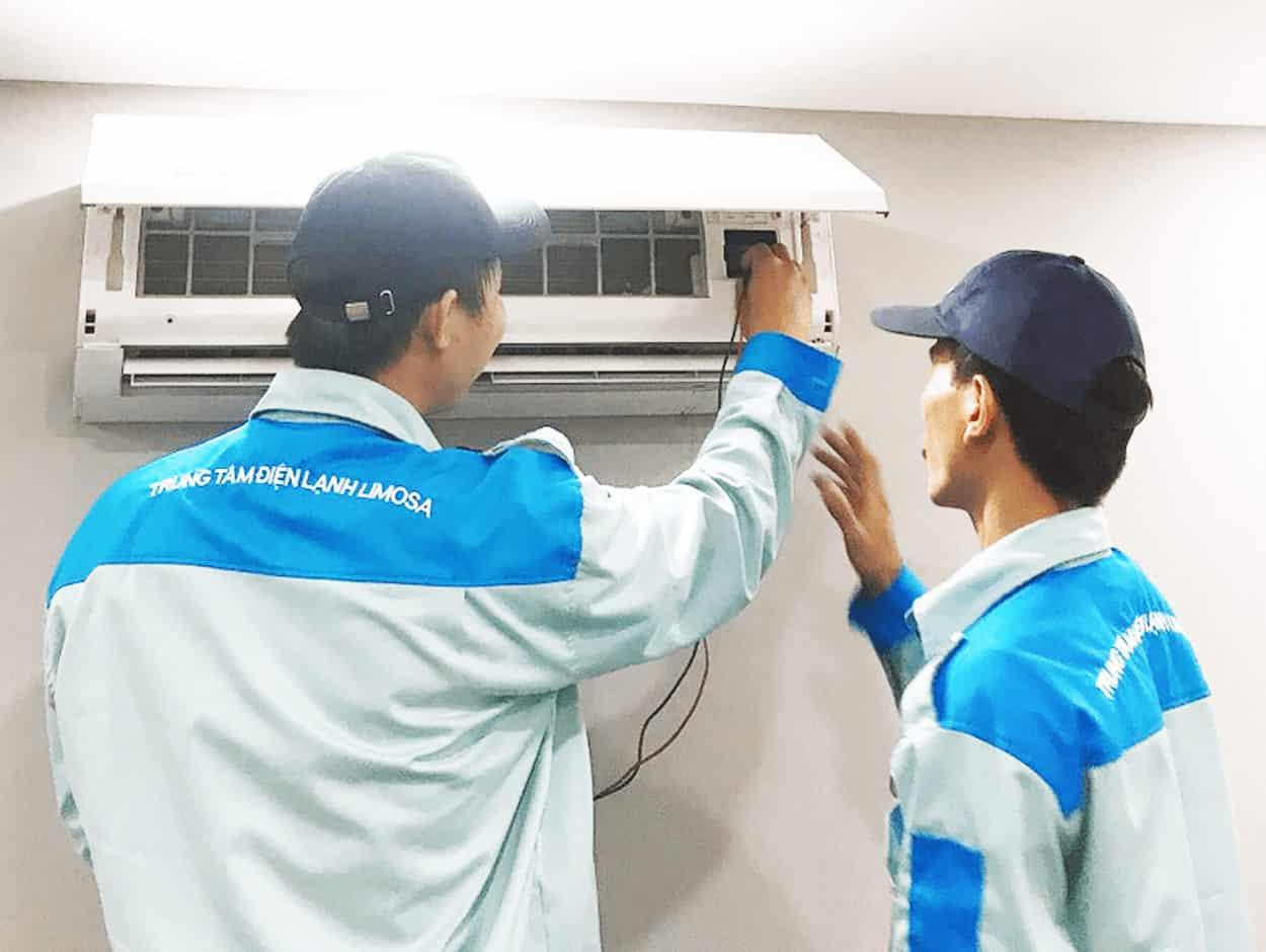 Kỹ thuật viên của Limosa đang tiến hành bảo trì máy lạnh