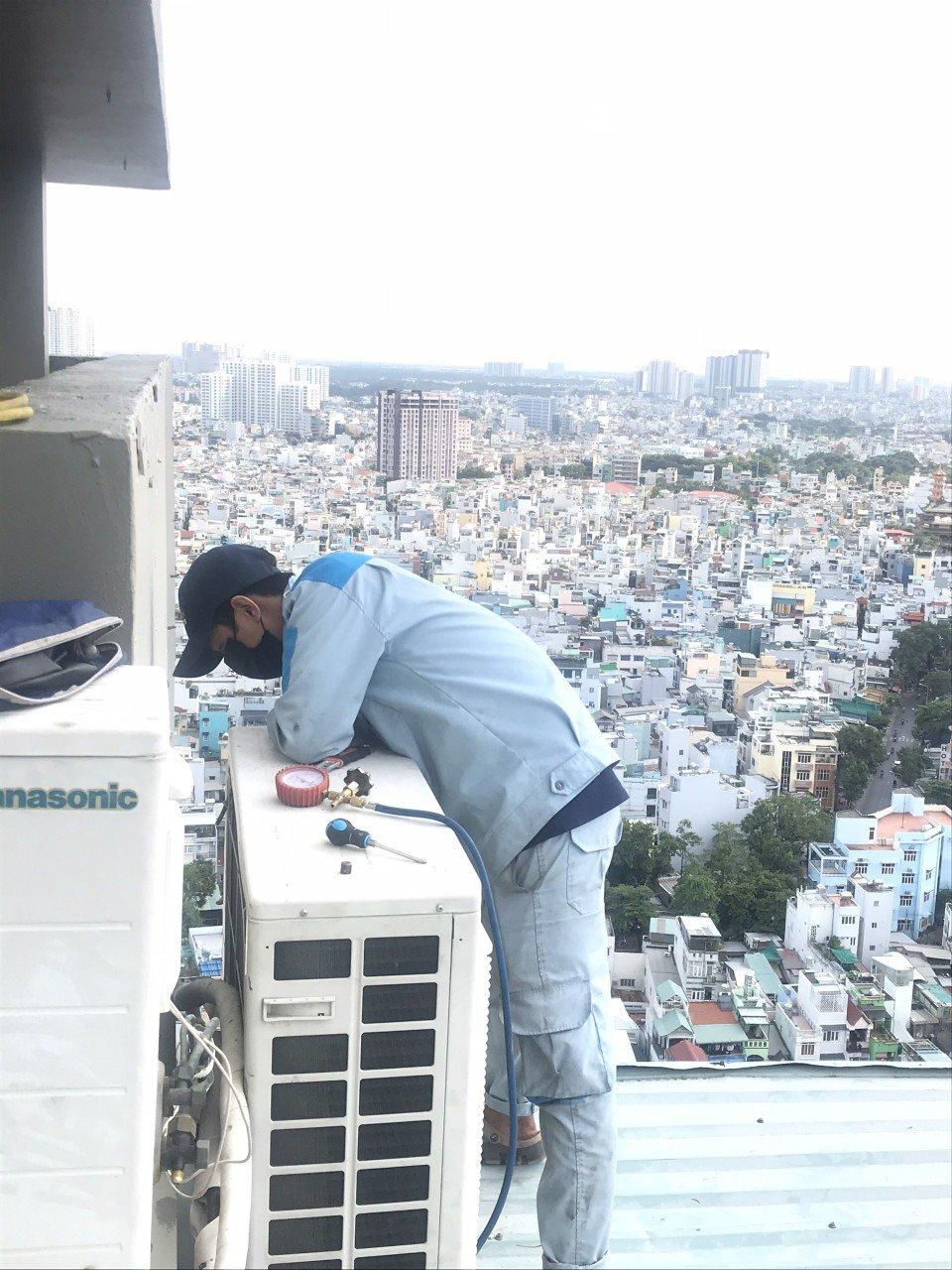 thợ bơm gas máy lạnh