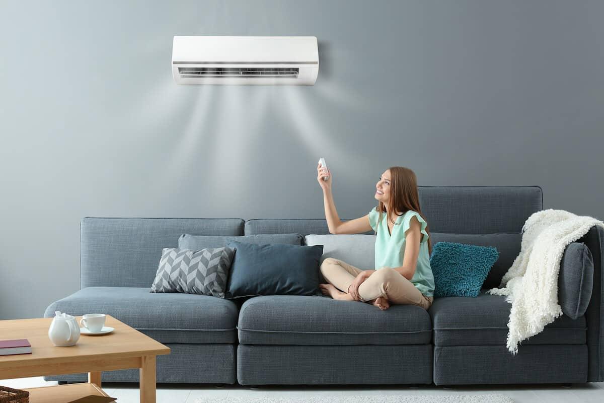 Vệ sinh điều hòa thường xuyên sẽ giúp tiết kiệm điện