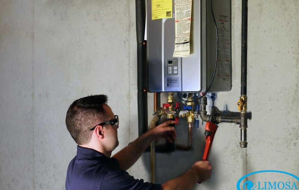 Máy nước nóng bị chạm điện