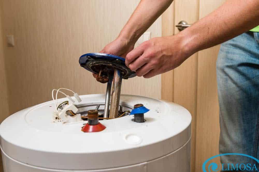 Tiến hành vệ sinh, bảo dưỡng bình nóng lạnh định kỳ