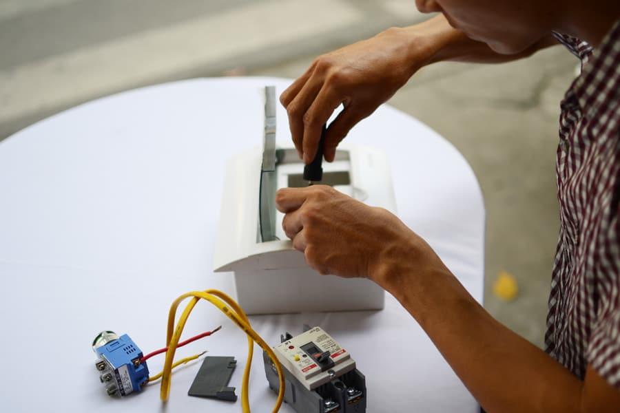 Vai trò của việc lắp aptomat chống giật cho bình nóng lạnh