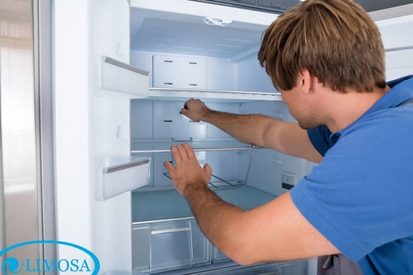 Kiểm tra công tắc bên trong tủ lạnh