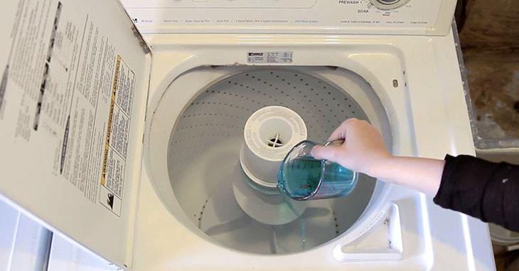 Sử dụng nước nóng và Clo để làm sạch máy giặt