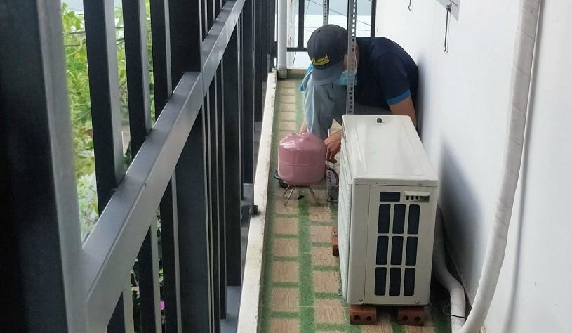 Bơm ga máy lạnh Hitachi