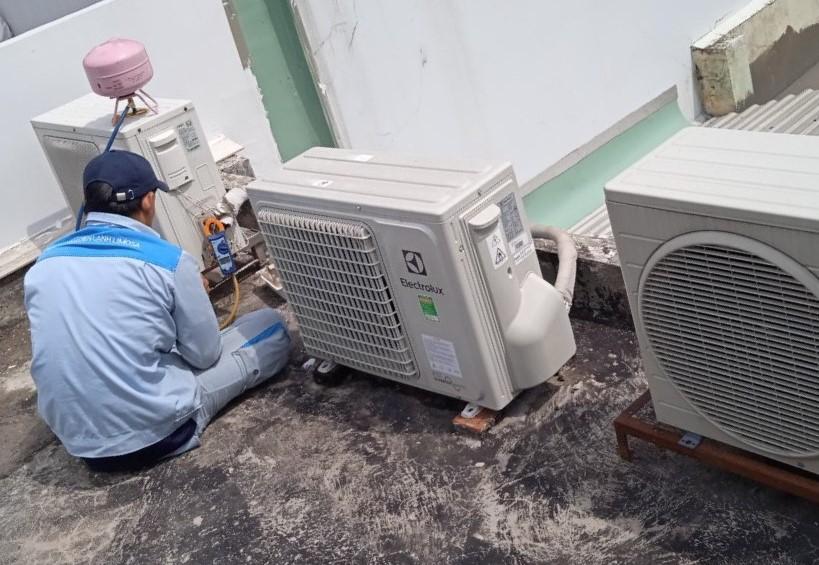 bơm ga máy lạnh Electrolux