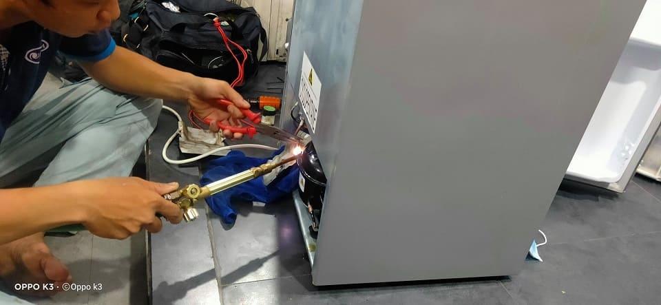 thợ sửa board tủ lạnh Sharp