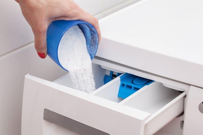 cách cho bột giặt vào máy giặt cửa trên