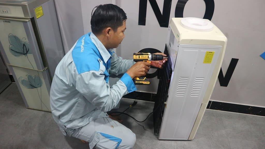 Sửa cây nước nóng lạnh Midea giá rẻ