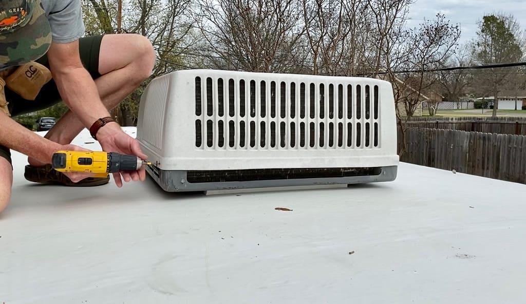 tháo lắp máy lạnh mitsubishi tại nhà
