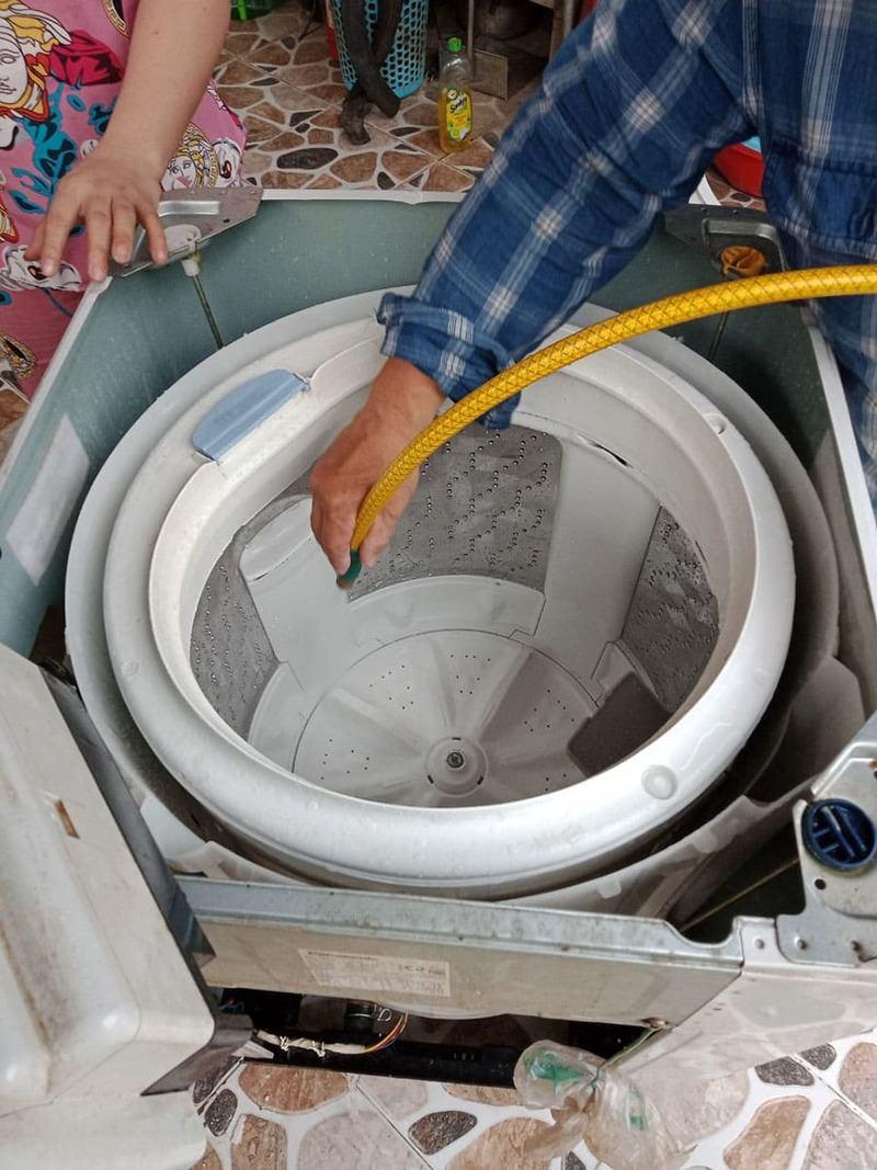 vệ sinh máy giặt cửa đứng