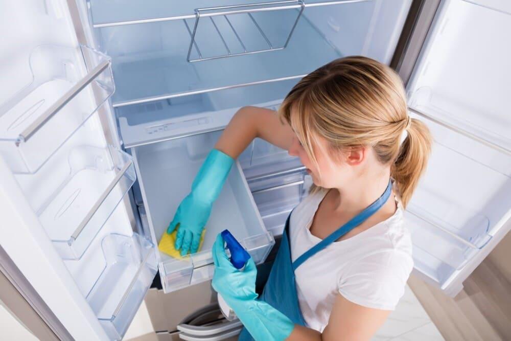 vệ sinh tủ lạnh daewoo